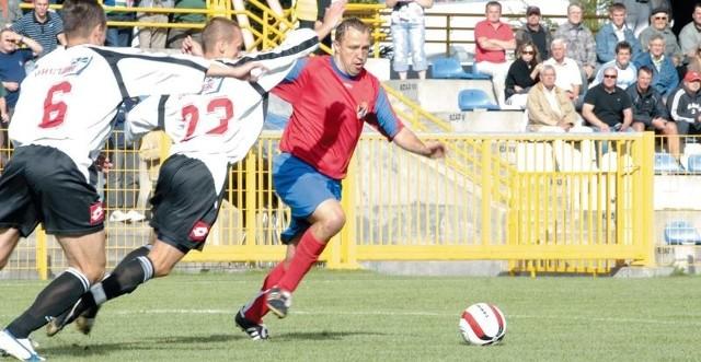 Paweł Kryszałowicz (przy piłce) będzie jeszcze raz mógł zagrać przeciwko piłkarzom z ekstraklasy.