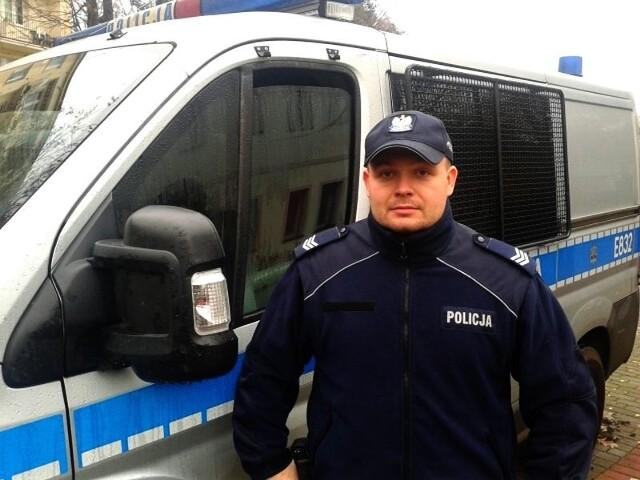 Dzielnicowy sierż. szt. Adrian Kasik z Komisariatu Policji w Rzepinie uratował życie 60-letniemu mężczyźnie, który nieprzytomny leżał na chodniku.