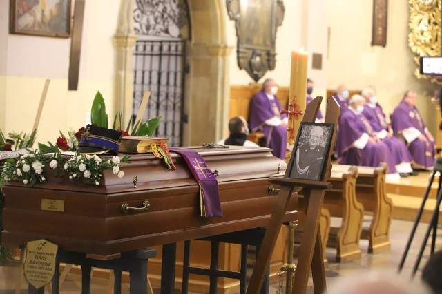 Msza pogrzebowa za ks. Jerzego Kołodziejczaka w kościele w Łagiewnikach.