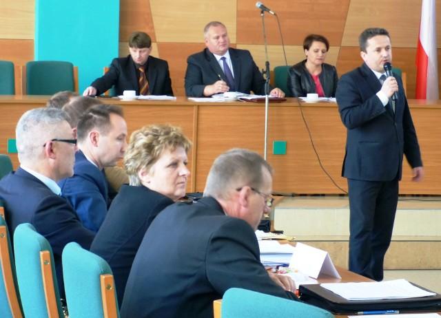 Sesja Rady Miejskiej StaszowaPodczas ostatniej sesji Rady Miejskiej Staszowa burmistrz Leszek Kopeć przekonywał, że podwyżki za śmieci są konieczne. Tłumaczył, dlaczego gmina znalazła się w takiej sytuacji.