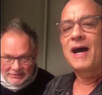 Tom Hanks i Janusz Kamiński składają życzenia urodzinowe Monice Jaskólskiej z Bielska-Białej
