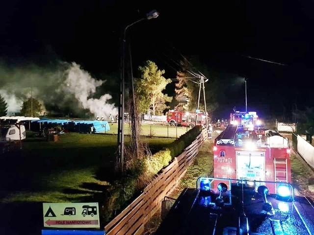 Pożar w Międzybrodziu Bialskim: Spaliła się stanica WOPR i domki letniskowe