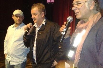"""Trzech tenorów? Nie, to dyskusja po pokazie """"8 w poziomie"""". Od lewej: Tomasz Burka, Grzegorz Lipiec i tłumacz Piotr Niemiec"""