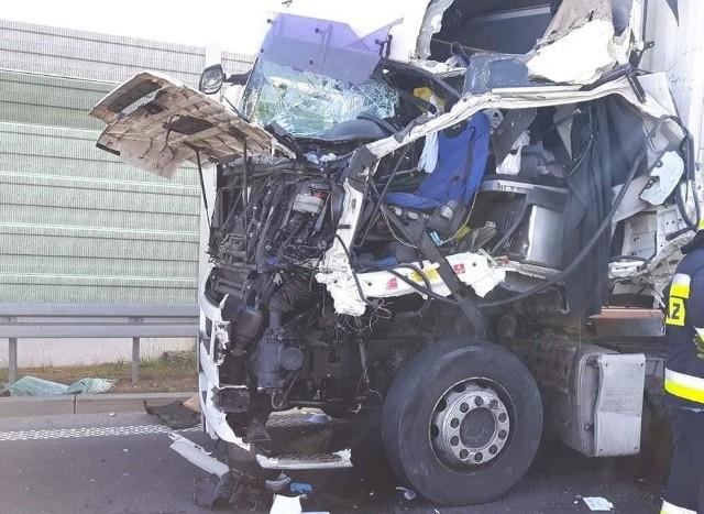We wtorek, około godziny 16.50, strażacy zostali zadysponowani do wypadku na trasie ekspresowej S8 w miejscowości Łyski.
