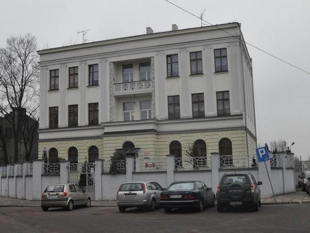 Miejscem wyznaczonym przez starostę będzie Dom Dziecka przy ul. Sejmowej w Pabianicach. Podopieczni placówki zostali przeniesieni do drugiej filii Placówki Opiekuńczo -Wychowawczej nr. 5 w Porszewicach.