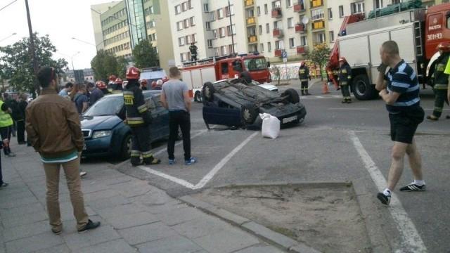 Po wypadku na ul. Wyszyńskiego pogotowie zajęło się dwiema osobami