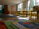 Przedszkola przeszły na nauczanie zdalne. Nauczyciele łączą się z trzylatkami. Mówią, że to absurd