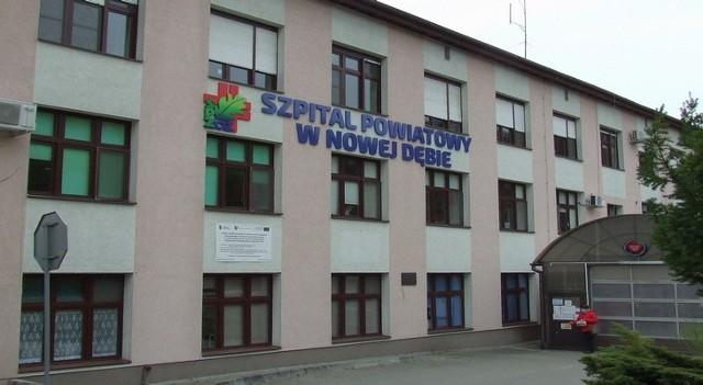 Punkt Nocnej i Świątecznej Opieki Zdrowotnej w Nowej Dębie znajduje się na parterze w budynku przy ulicy Marii Skłodowskiej-Curie 1A