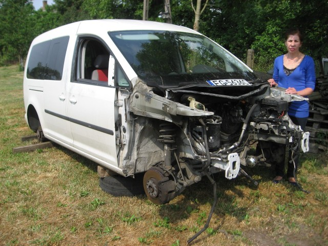 - Tego samochodu już chyba nie da się naprawić - mówi Wioleta Baran, która woziła autem niepełnosprawną córkę na rehabilitację.