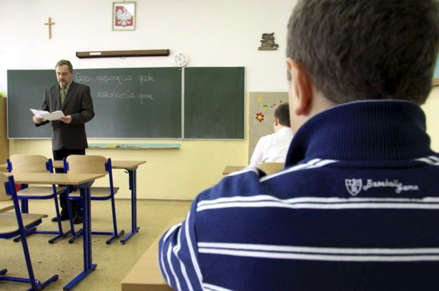Największym zainteresowaniem uczniów cieszą się klasy o profilu biologiczno-chemicznym i matematyczno-geograficznym, a w technikach oddziały szkolące techników informatyków