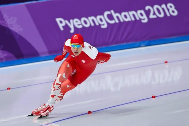 Broniący złotego medalu z Soczi na dystansie 1500 metrów Zbigniew Bródka w Pjogczangu uplasował się na 12. miejscu. Pozostali Polacy także nie zachwycili. Jan Szymański był 16., a Konrad Niedźwiedzki 20. Zwyciężył Holender Kjeld Nuis. Zobacz fotorelację z olimpijskich zawodów!