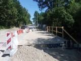 Budują most na ulicy Szydłowieckiej. Skończyło się betonowanie plyty głównej. Kiedy droga zostanie otwarta i skończą się objazdy?