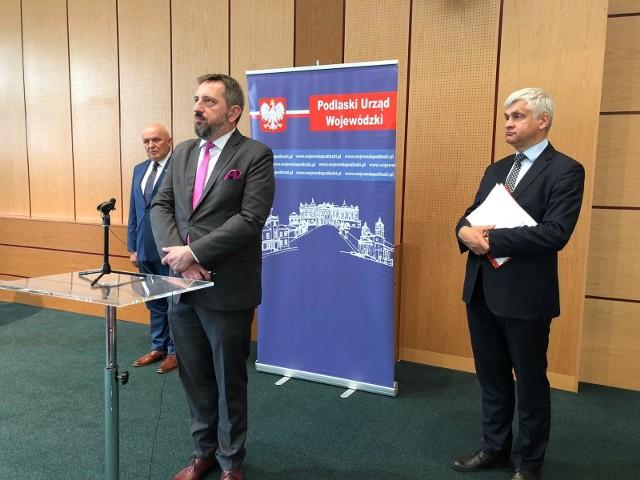 Radosław Dobrowolski, burmistrz Supraśla, ogłasza uruchomienie nowej linii komunikacji podmiejskiej Białystok - Supraśl