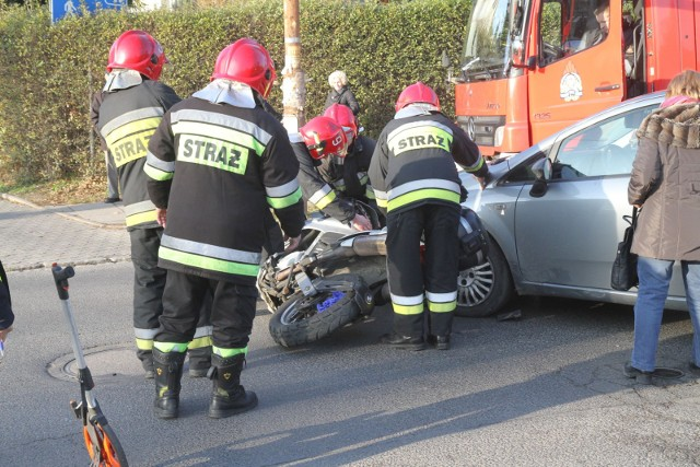 Wypadek motocykla i auta osobowego na Oporowie, zdjęcie ilustracyjne