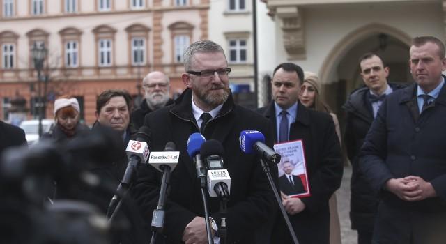 Grzegorz Braun ostro o ewentualnym przesunięciu terminu wyborów na prezydenta Rzeszowa.