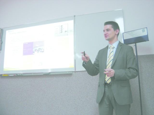 Innowacyjne oświetlenie w pracowni historycznej zaprezentował Wojciech Kuc, z firmy Philips.