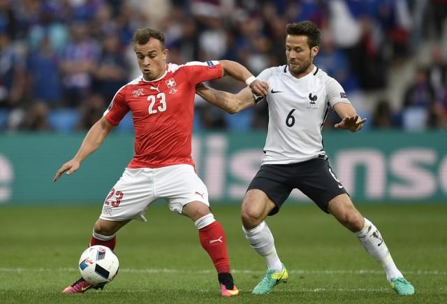 Xherdan Shaqiri (z lewej) wolał w 1/8 finału trafić na Niemcy, niż na Polaków