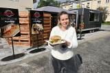Wielka kanapka pastrami i soczysty antrykot. W Kielcach działa nowy food truck (WIDEO, ZDJĘCIA)