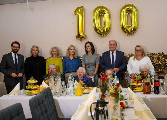Urodziny stulatków w szczecińskim Domu Pomocy Społecznej