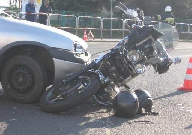 Samochód osobowy zderzył sie z motocyklistą