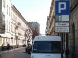 Uwaga kierowcy! Koniec z parkowaniem na ul. 6 Sierpnia. Nowa organizacja ruchu