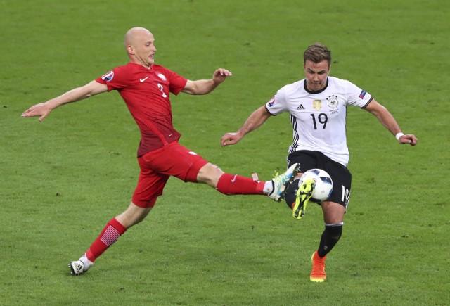 Pazdan (z lewej) wyłączył z gry Mario Götzego