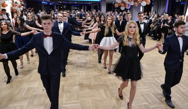 """Studniówka odbyła się w hotelu Mercure w GdyniZobacz też:Źródło"""" TVN/X-news.pl"""