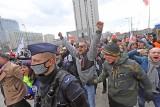 Katowice. Marsz o wolność szedł mimo blokady policji. Antycovidowcy szli bez maseczek. Przemawiał Iwan Komarenko i Anna Martynowska