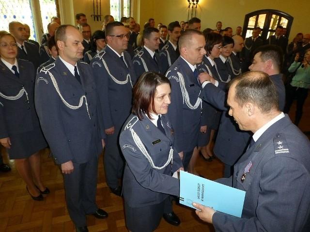 Brązowe Odznaki za Zasługi w Pracy Penitencjarnej otrzymali m. in. mł. chor. Agnieszka Kulczycka oraz ppor. Grzegorz Stróżyk (na zdjęciu)