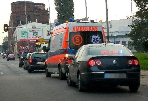 Na ul. Radwańskiej zderzyły się trzy samochody.