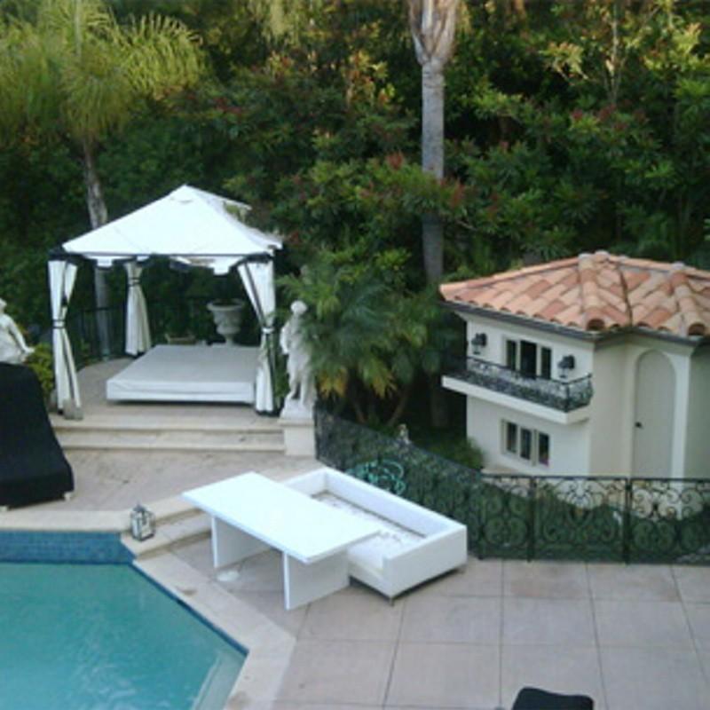 Domek dla psów Paris Hilton wygląda jak prawdziwa willa. Kosztował 325 tys. dolarów.