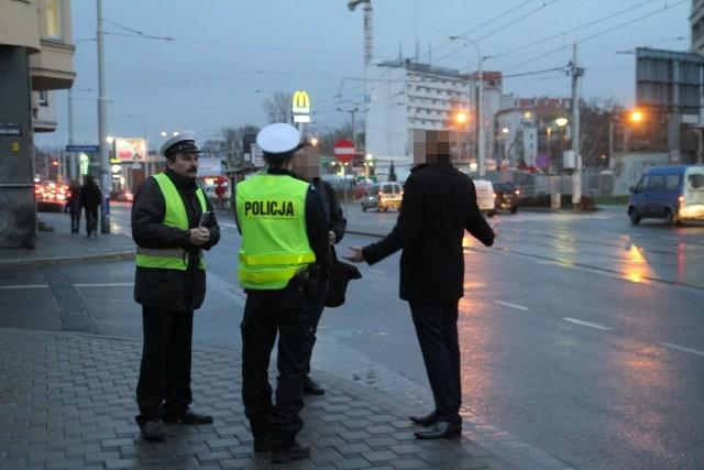 Wypadek volvo i tramwaju linii 9 na Sienkiewicza