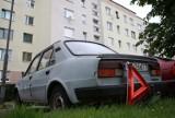 Słupsk. Wraki zalegają na parkingach w mieście