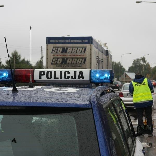 Policja apeluje o ostrożność i szczególną rozwagę zarówno do kierowców, jak i pieszych. To właśnie w okresie jesienno - zimowym dochodzi do dużej liczby potrąceń.