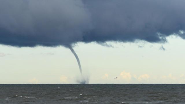 Trąba wodna sfotografowana przez Adama Janczyszyna we wrześniu tego roku w okolicach Krynicy Morskiej