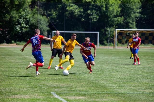 Kaszowianka (czerwono-niebieskie stroje) poprzedni sezon skończyła na 5. miejscu