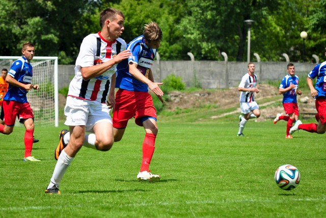 Bartosz Sobczyński (na pierwszym planie) jest w kadrze seniorów Odry Opole. Jeśli nie będzie grał w III lidze może wspomagać kolegów z zespołu juniorów.