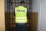 Policjanci z Kowali zatrzymali poszukiwanego. Pojechali do kłótni dwóch braci, a znaleźli narkotyki i złodziejski łup