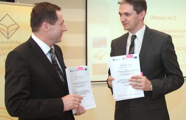 W 2015 internet będzie wszędzie. Świętokrzyskie podpisało gigantyczny kontrakt na 200 milionów!Od lewej: Wojciech Wajda, prezes WASKO Spółka Akcyjna oraz marszałek województwa Adam Jarubas podpisali umowy na realizację inwestycji.