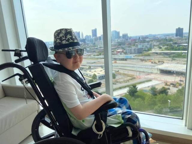Jedenastoletni Mateusz z Przysieka od ponad roku przebywa w klinice w Ohio. Chłopiec dzielnie walczy z chorobą nowotworową