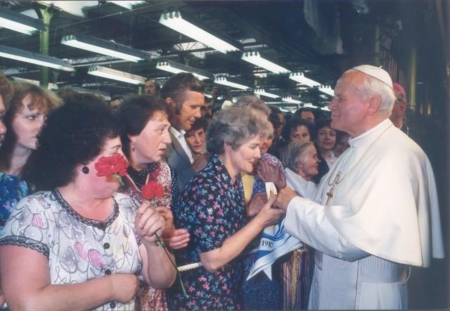 Jan Paweł II podczas pielgrzymi do Polski odwiedził Łódź.