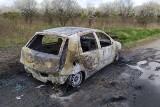Tajemniczy pożar samochodu pod Strykowem. Nie żyje kierowca ZDJĘCIA