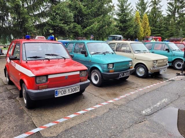 """Około 150 popularnych """"maluchów"""" zjechało na Zlot Fiata 126p do Lubasza. Najdłuższą trasę pokonali fani tych pojazdów z Sochaczewa i Wrocławia. Przejdź dalej -->"""