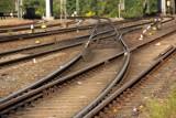 Pociąg, który jechał z Grudziądza nie wyhamował na peronie i uderzył w barierę, trzy osoby ranne