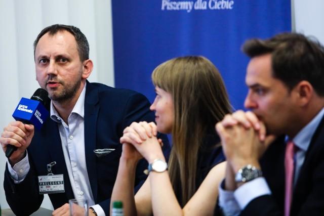 Robimy wszystko w celu uproszczenia i ułatwienia procedur, by wsparcie trafiło do najszerszego kręgu potrzebujących – podkreśla Rafał Solecki, dyrektor Małopolskiego Centrum Przedsiębiorczości (z lewej).
