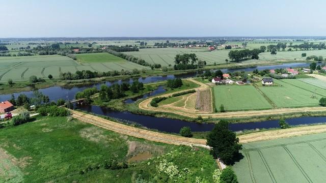 W tym miejscu powstaną wrota przeciwsztormowe - ujście rzeki Tugi do rzeki Szkarpawa
