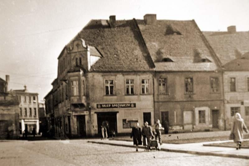 Na strzeleckim Rynku, u zbiegu ulic Wojska Polskiego i...
