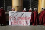 Kobiety protestują pod siedziba PiS w Łodzi. Chodzi o dzisiejszą rozprawę w Trybunale Konstytucyjnym i zakaz aborcji