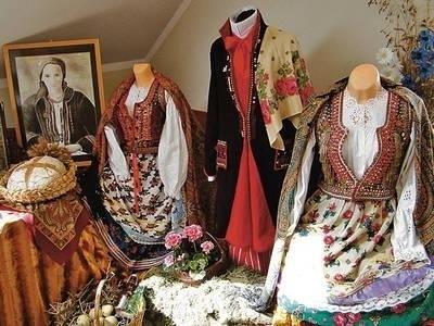 Na wystawę trafiły stroje krakowskie należące do mieszkańców Zielonek Fot. Piotr Subik