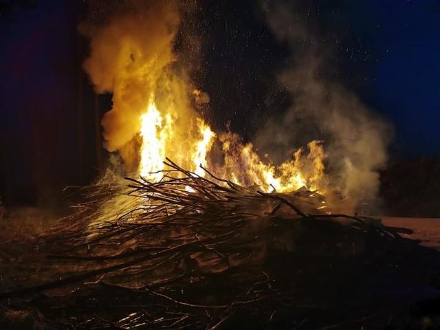 Pożar drewna ponawałnicowego.